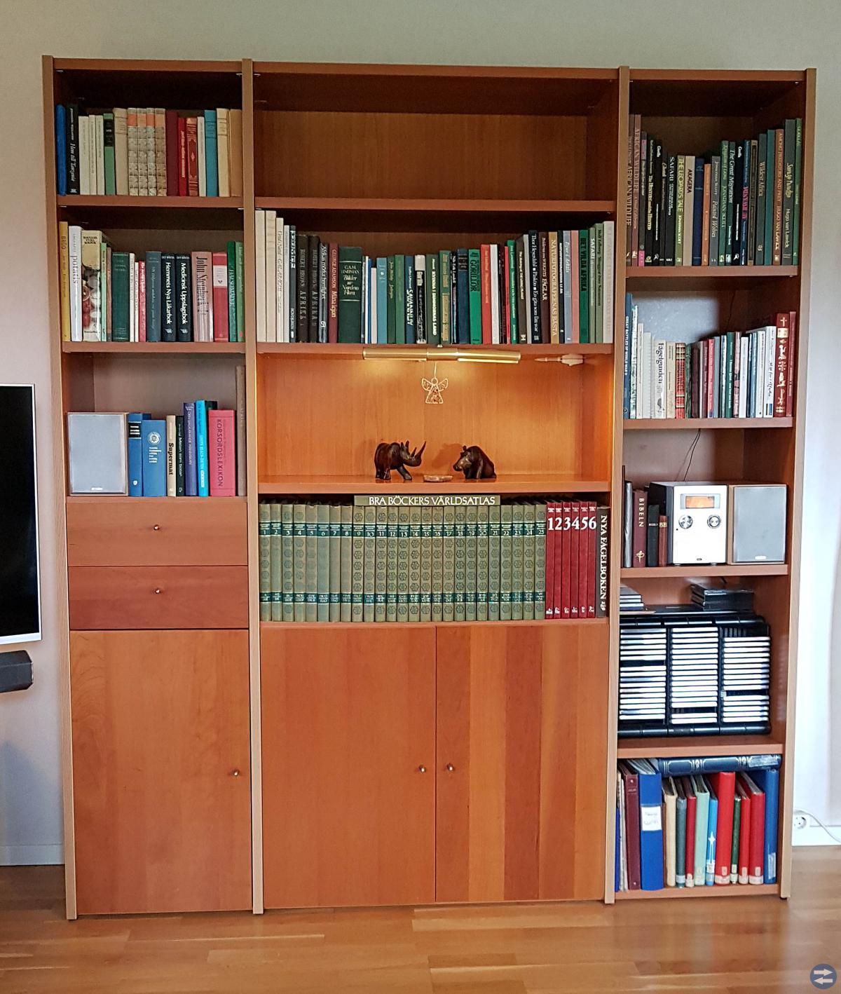 Fint soffbord i massiv körsbär + gratis bokhylla