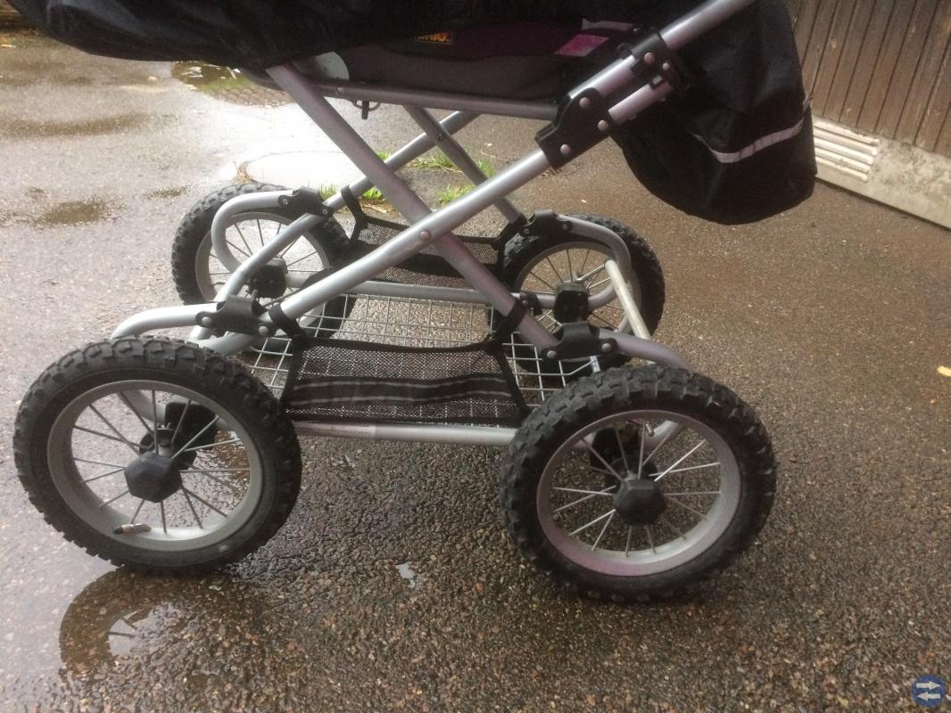 Barnvagn brio med sittdyna plus nytt regnskydd