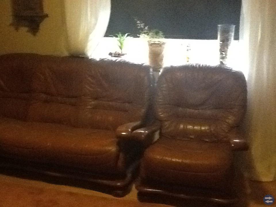 Två föteljer och soffa