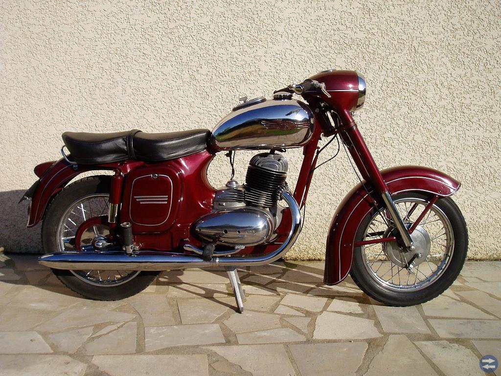 Köper Jawa och Cz motorcyklar och Pav släpvagn