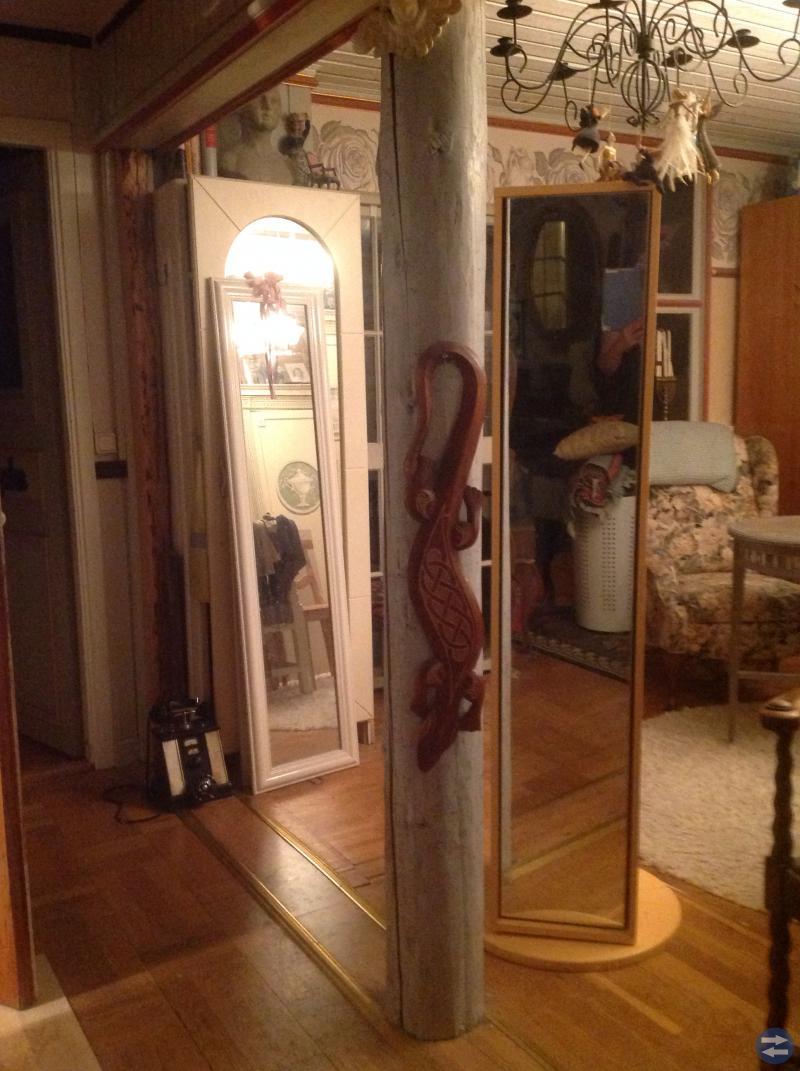 Spegelskåp