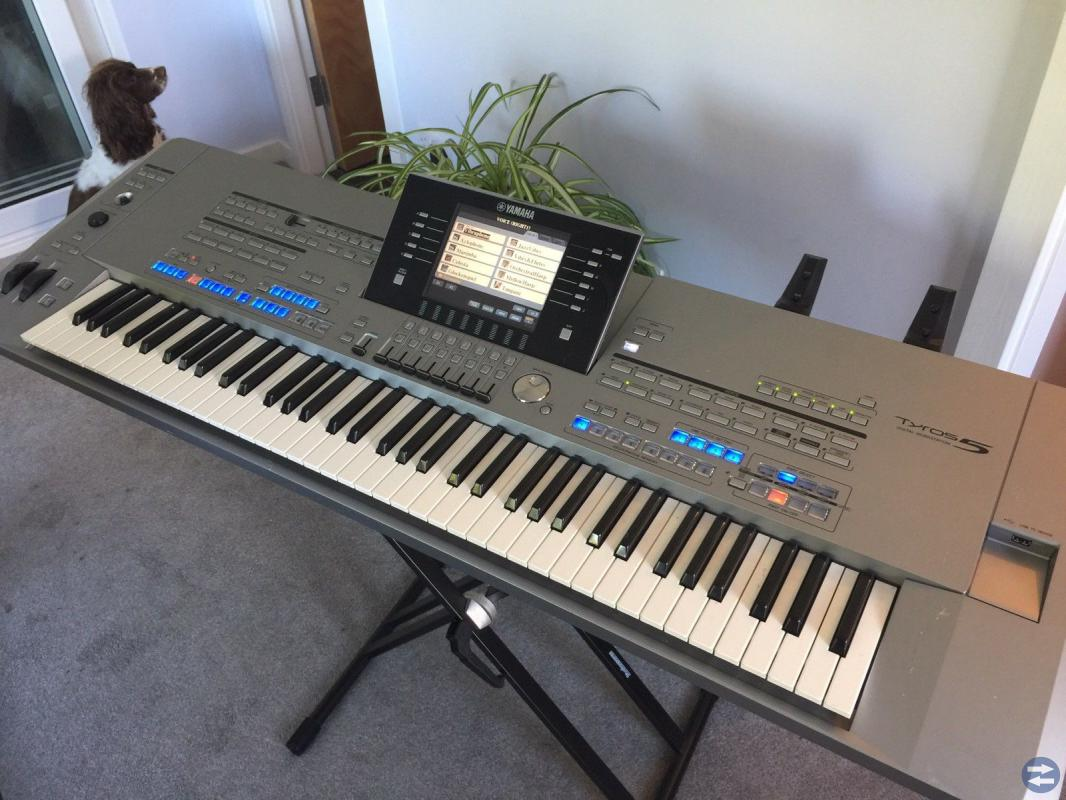 Yamaha Tyros 5 / 76 Workstation Keyboard