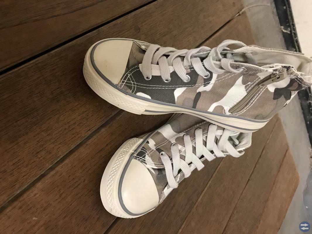 Nya fina sneakers
