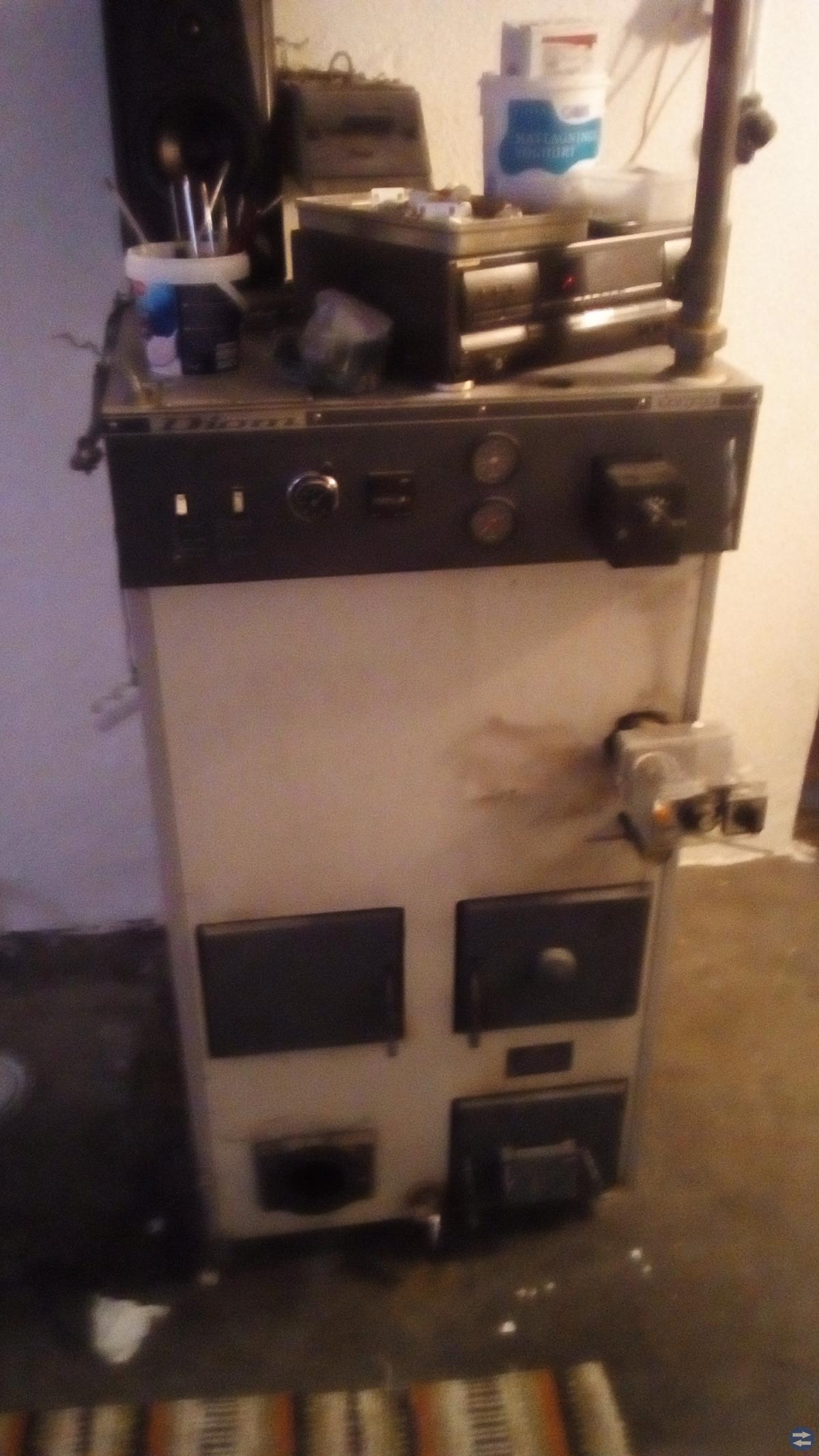 Värme panna till hus. oljebrännare