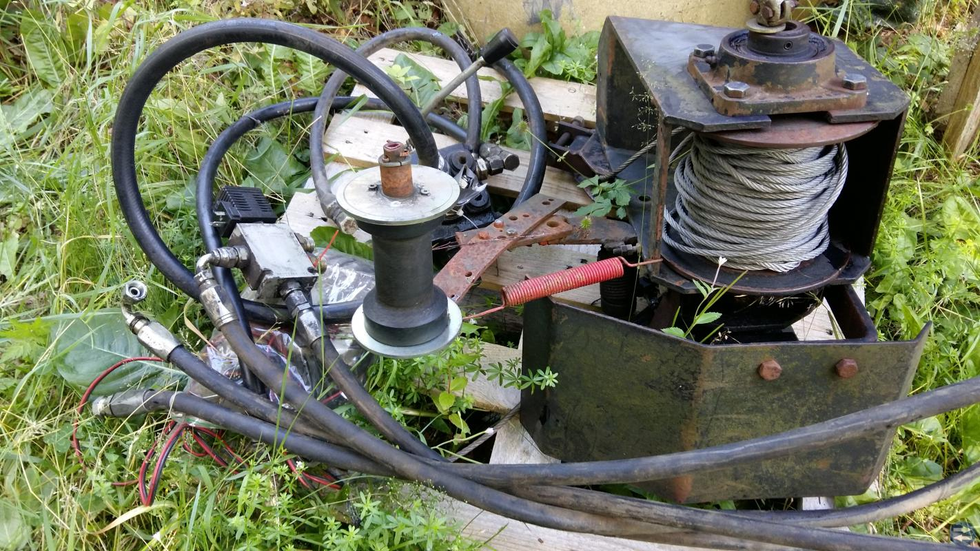 Radiostyrd Hydralvinch med manuell styrning