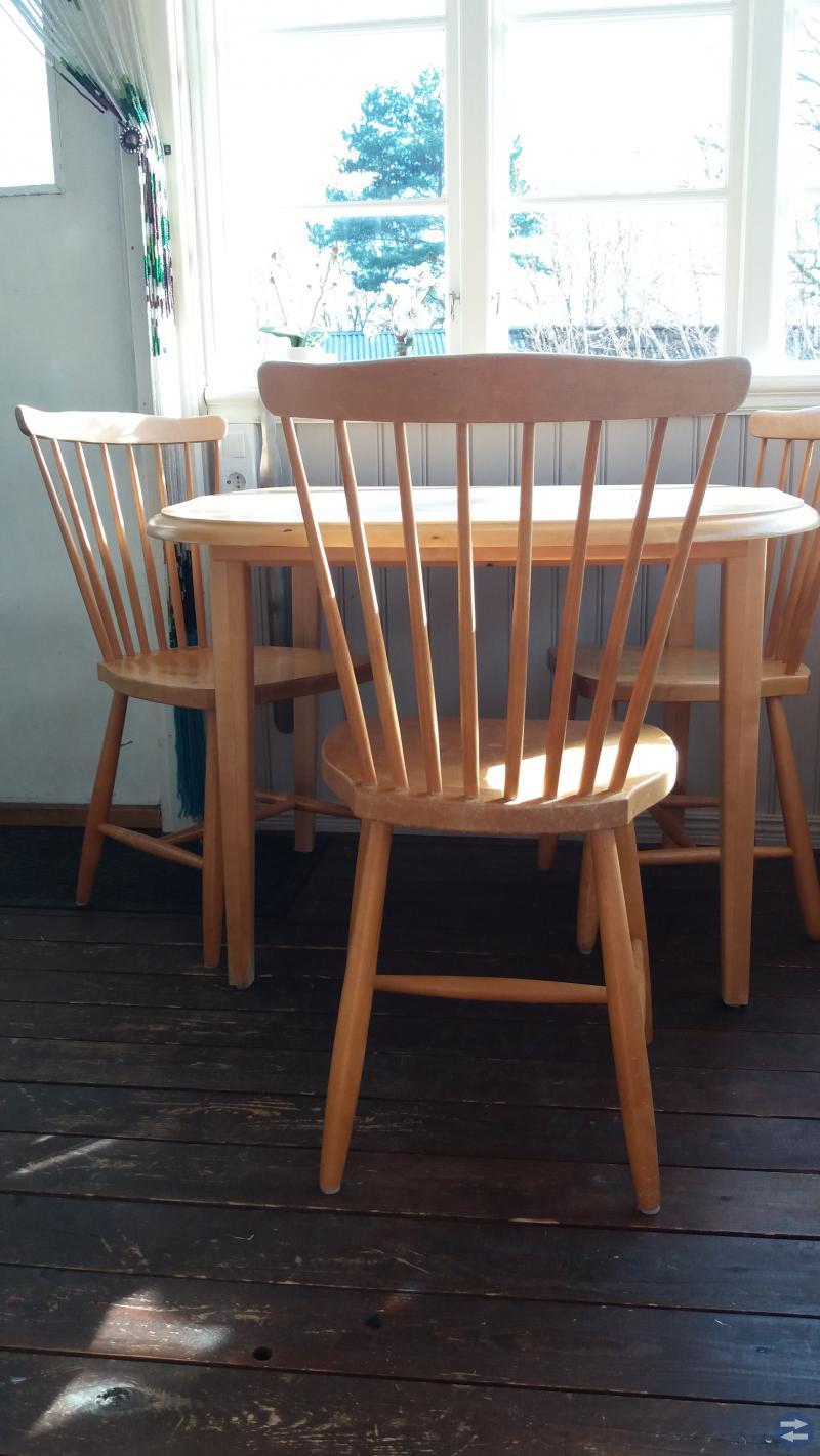 Matbord; stolar, pallar