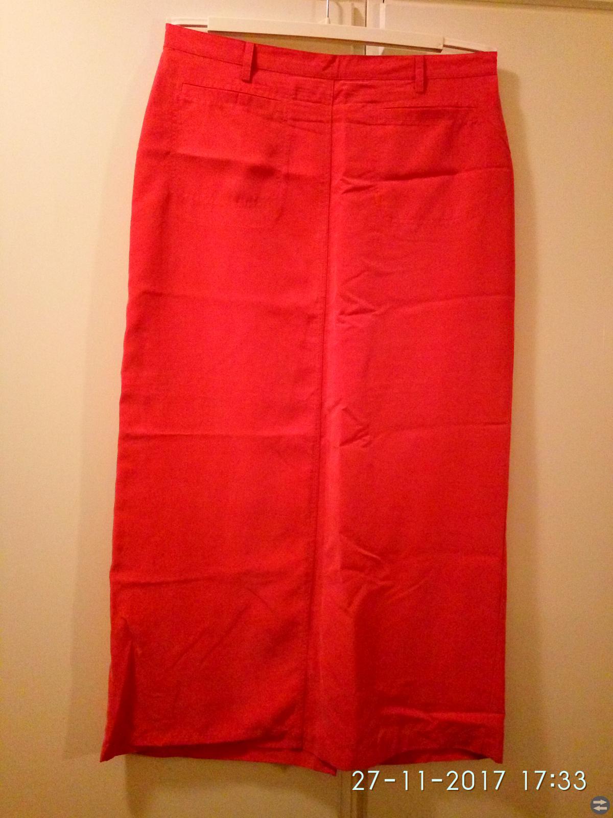 Lång kjol. Model: Cappuccini, 42 strl.
