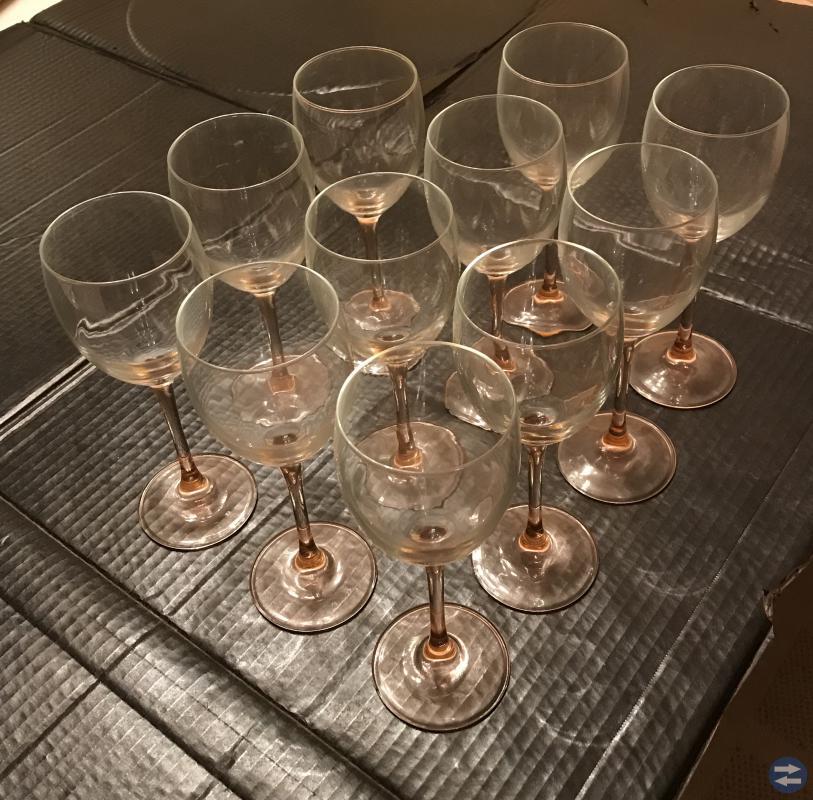 Glas med rosa fot
