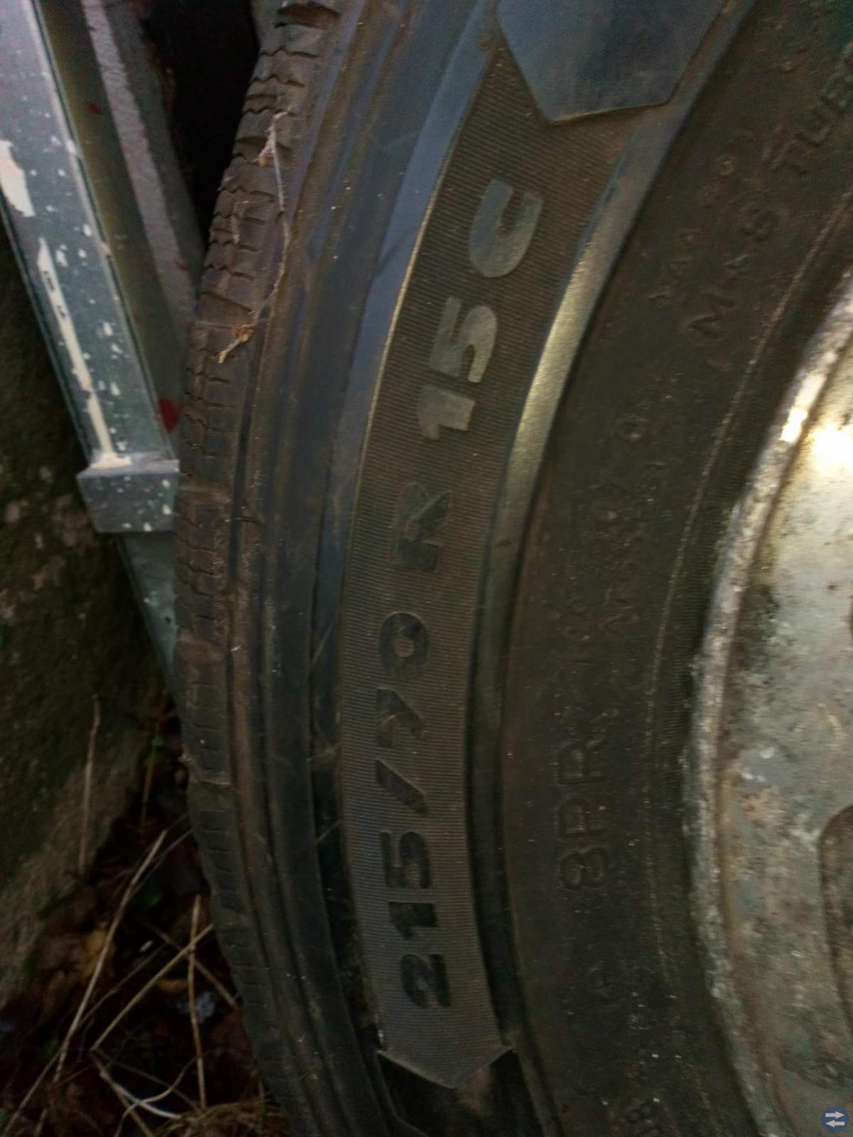 C-däck. 215x70Rx15-C.däck Micheline på Ford fälgar