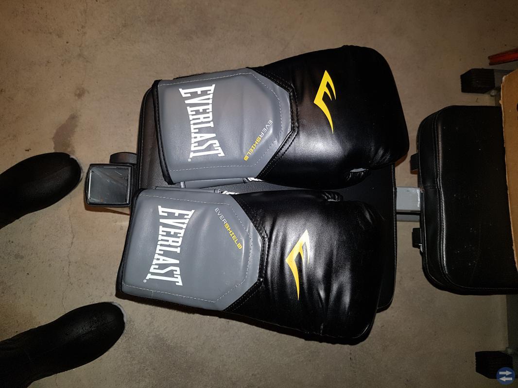 Boxsäck med nya handskar