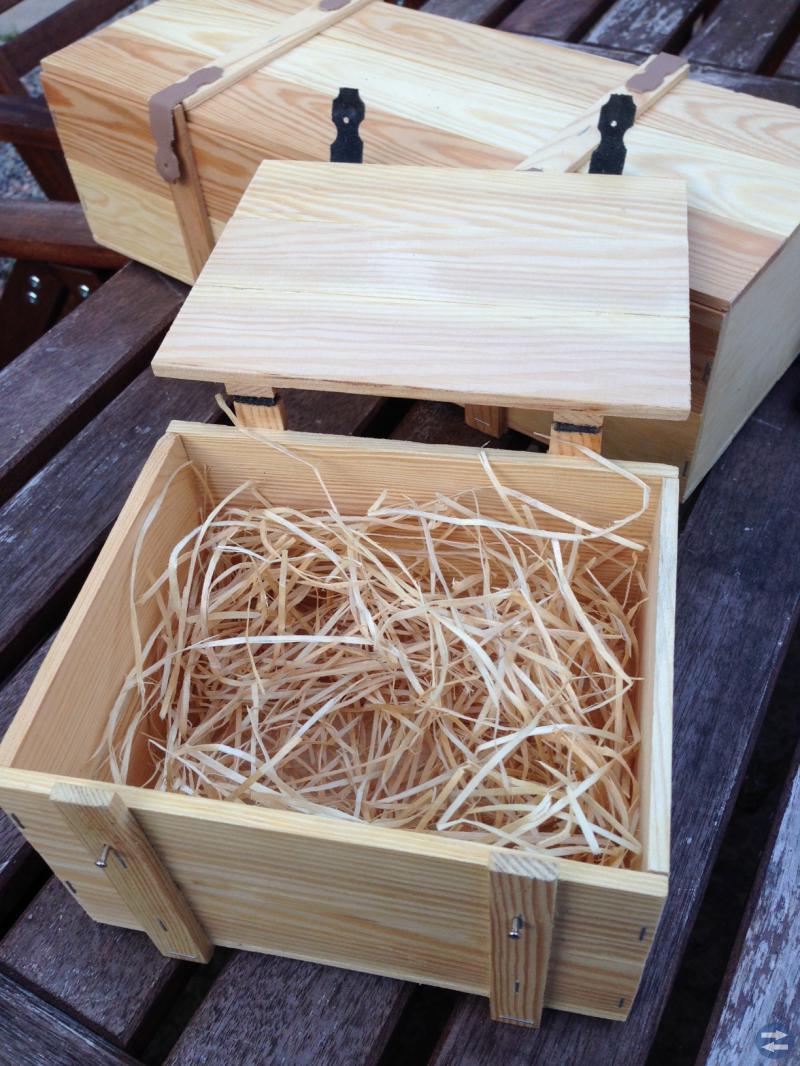 Handgjorda träaskar med lock + läderrem