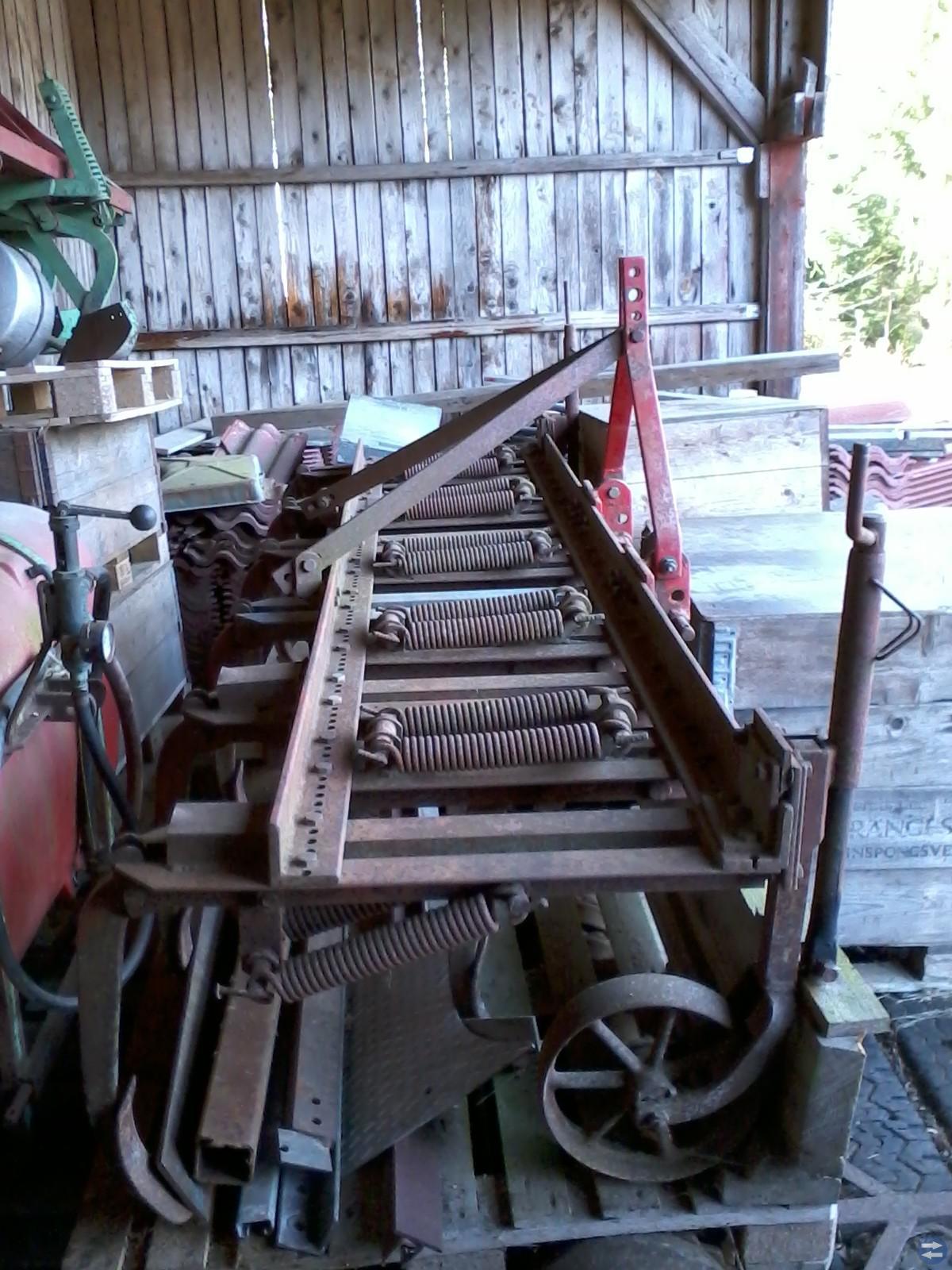 Kultivator 11 billar går använda som Paddockharv