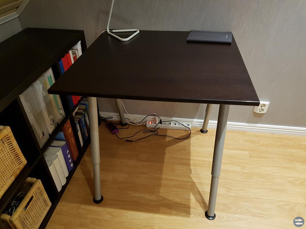 Skrivbord i st. 80*80*80