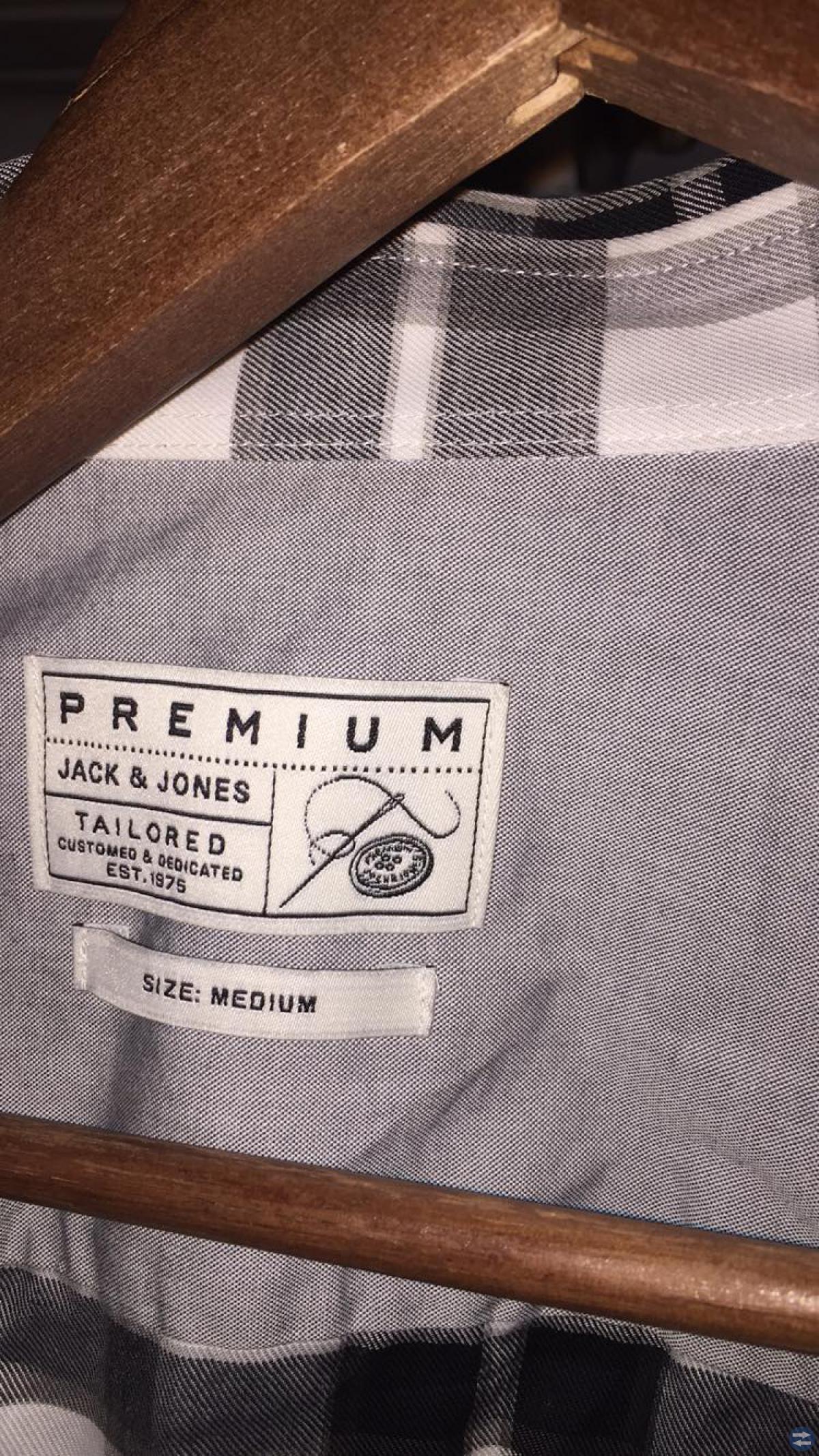 Säljer  herr skjortor