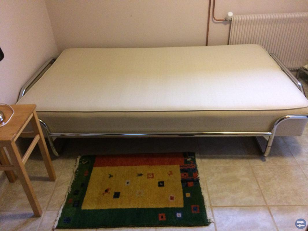 En fint gäst säng 120x200 i bra sikt för 700:-