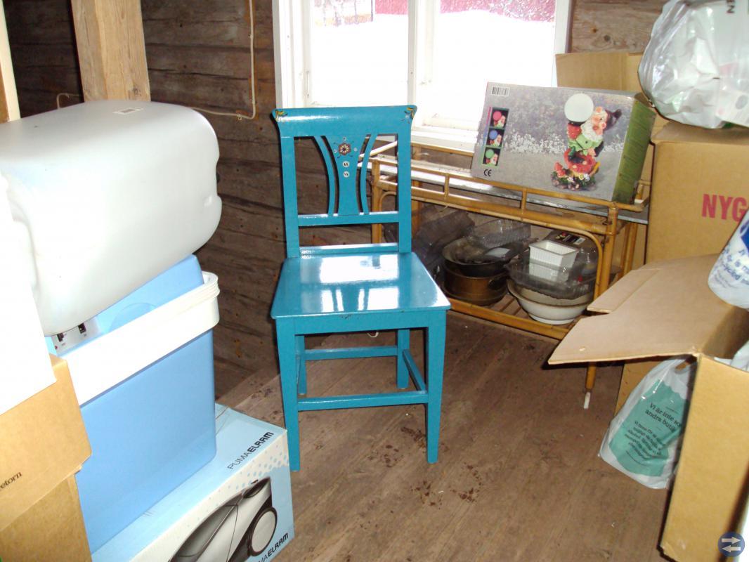 Fyra fina stolar dom är väldigt  fina pris 400 kr