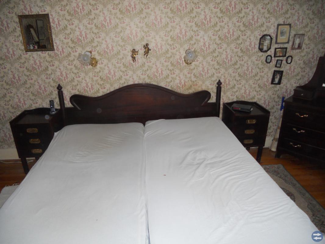 Sänggavel och 2 st sängbord samt spegelbyrå