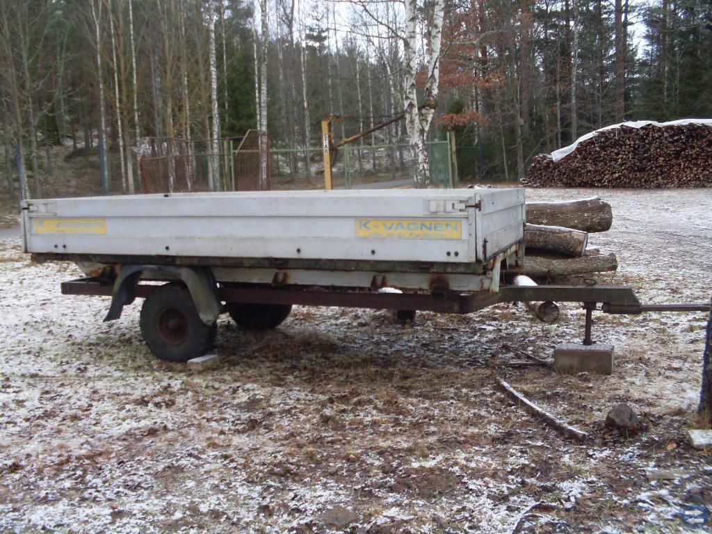 Traktorvagn med alumiumlämmar  flak i plywood