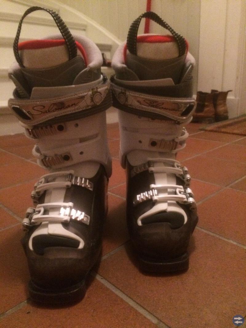 Slalompjäxor dam säljes