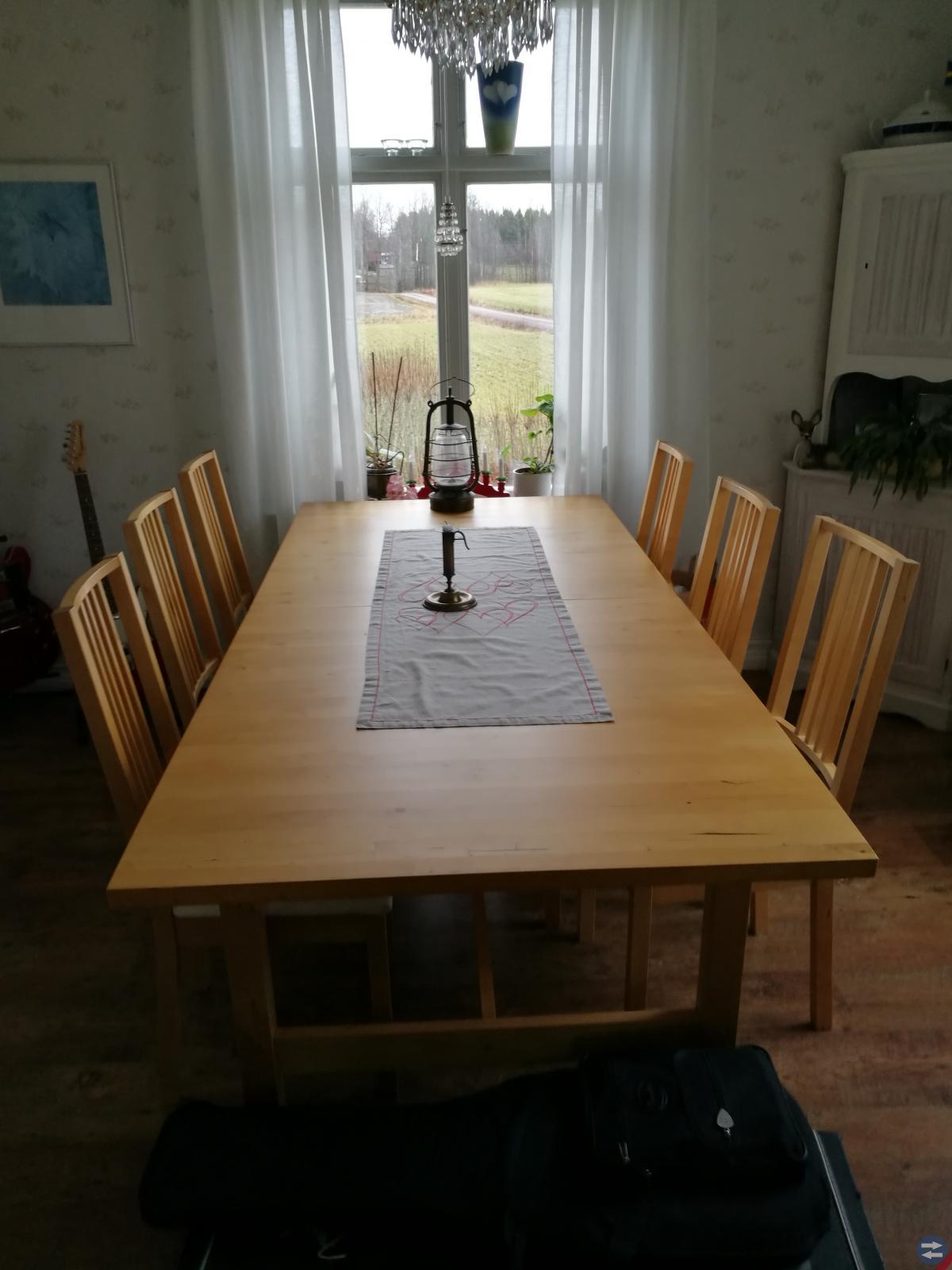 Bord + 4 klädda stolar