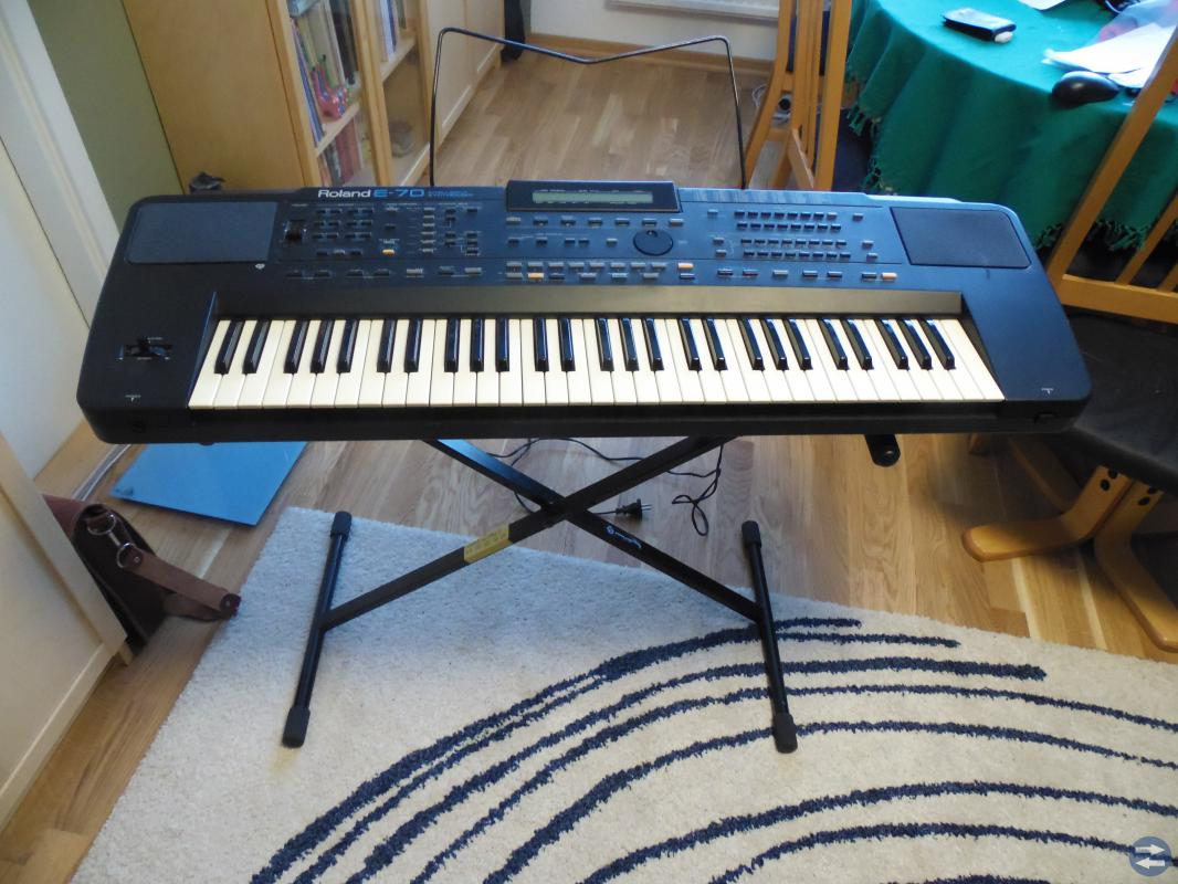 Roland E-70 MIDI intelligent keyboard