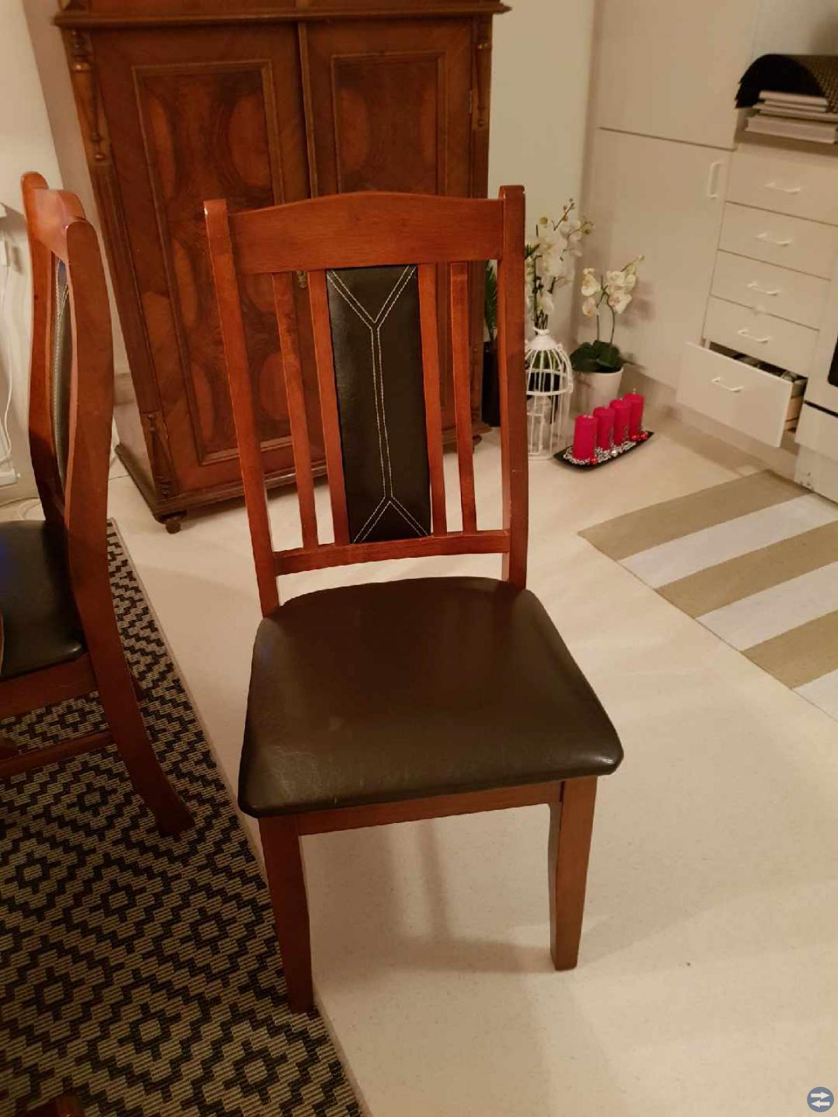 Matsals bord och 8 stolar