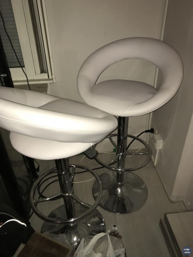 Svart barbord med 2 st stolar
