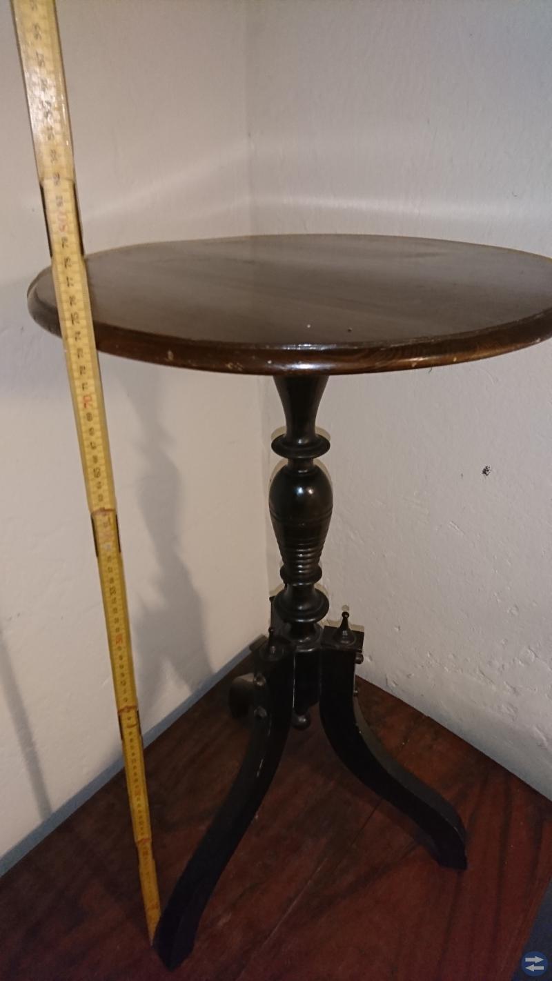 Pedistal bord från 1900talets början