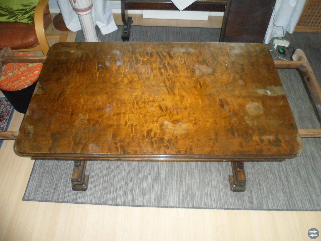 Stabilt bord med iläggsskivor