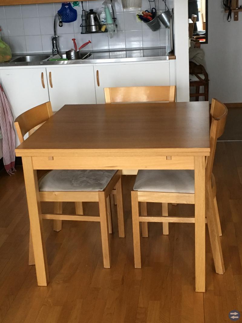 Bjursta köksbord med 4 stolar