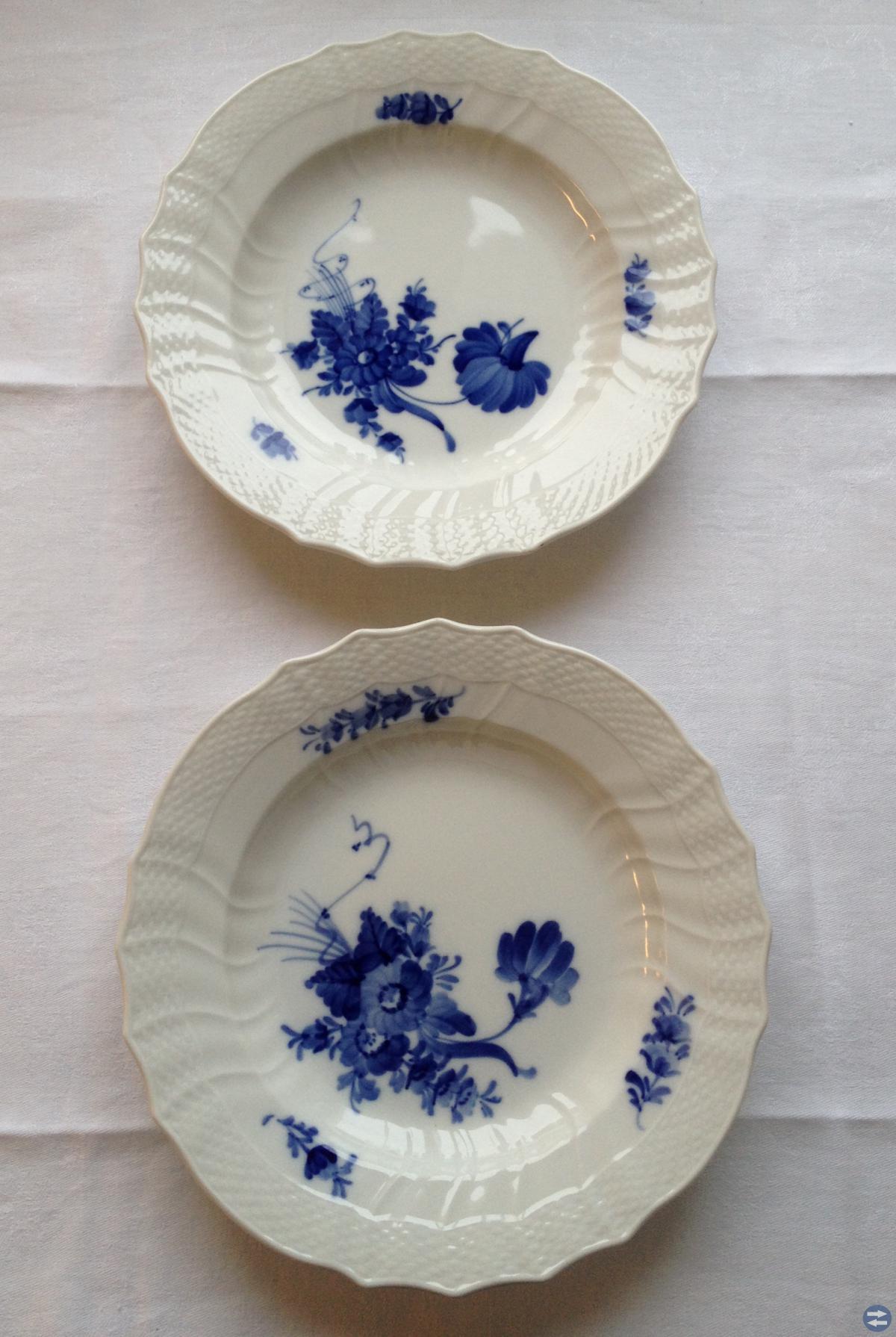 Blå blomster mattallrikar