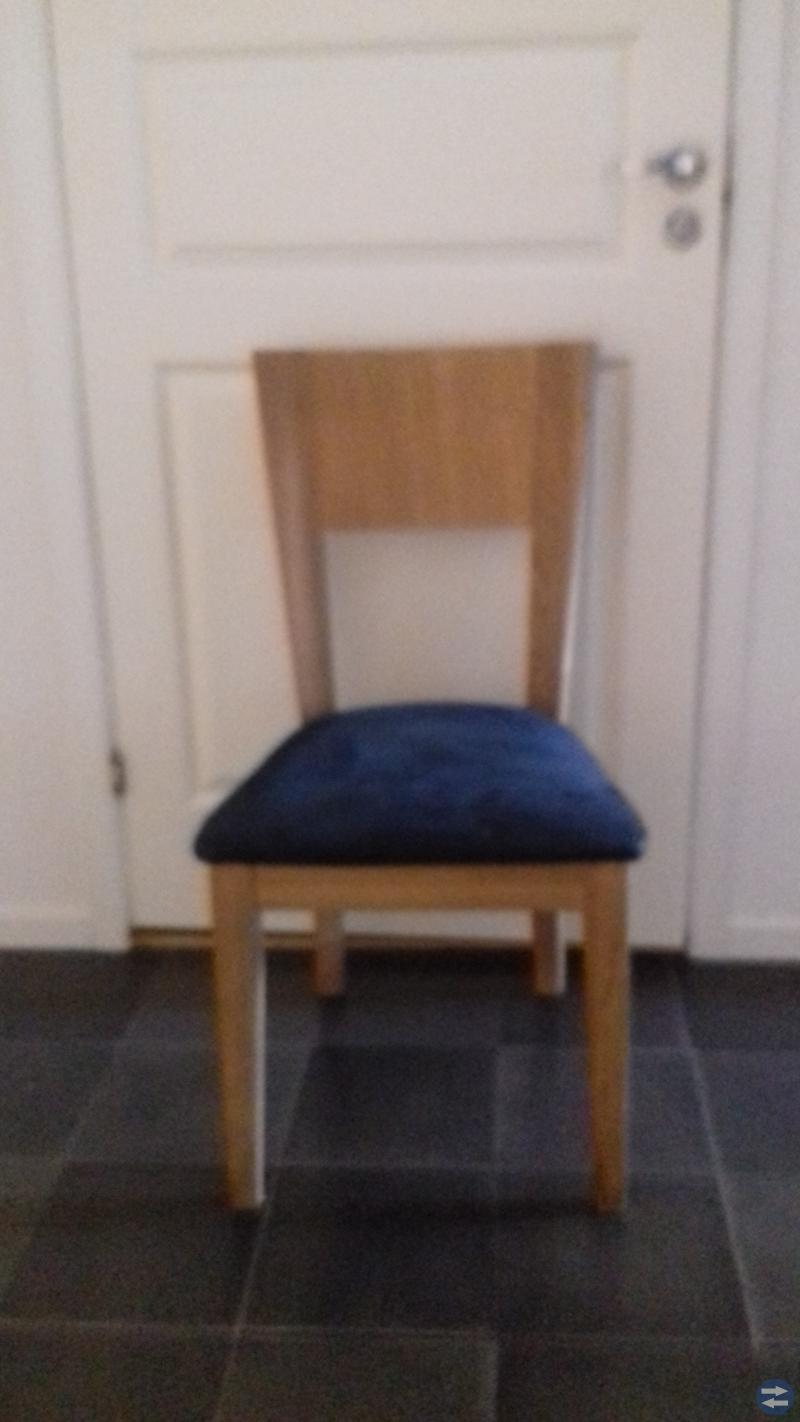 Fyra stolar +bord
