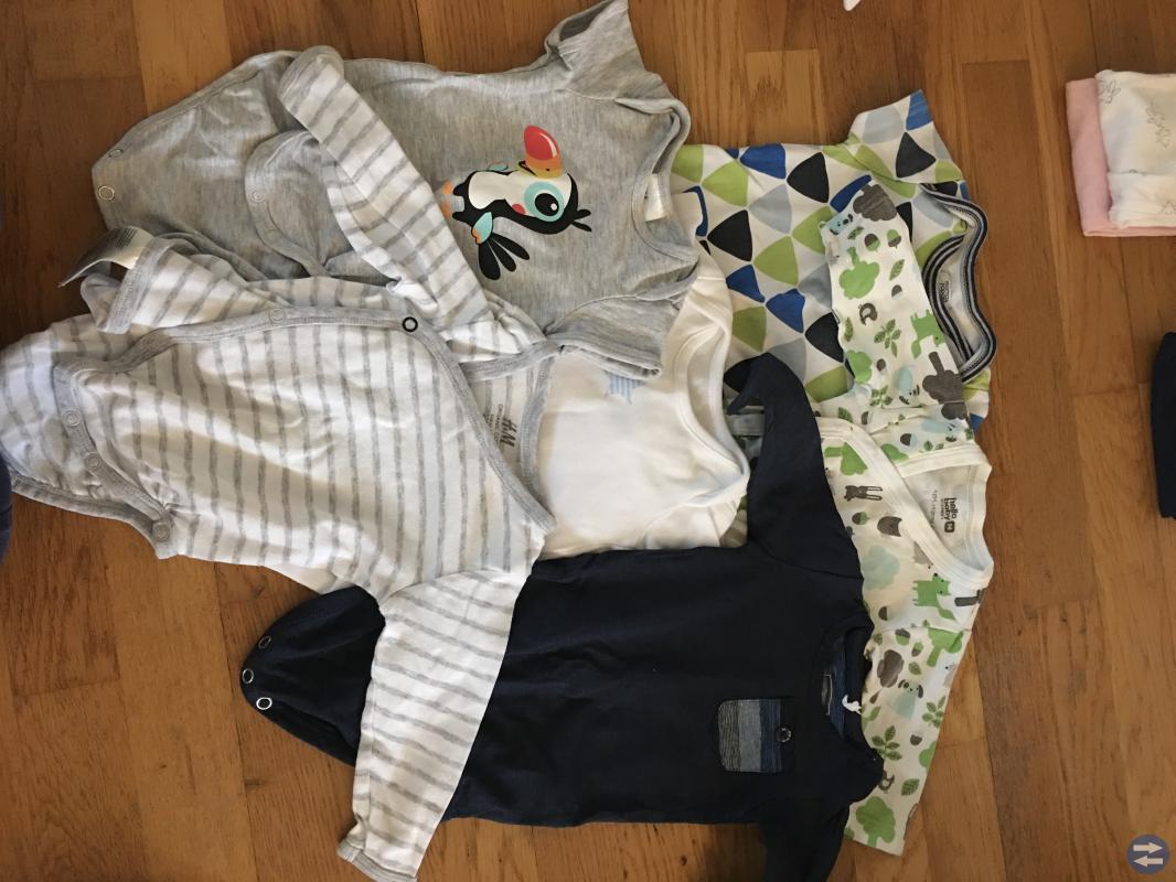 Kläder i mixade storlekar mellan 56-80