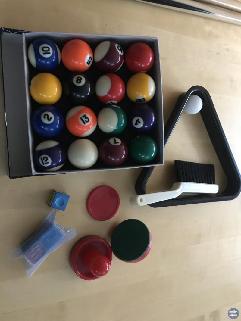 Kombinerat spel - biljardbord, airhockey, fotboll
