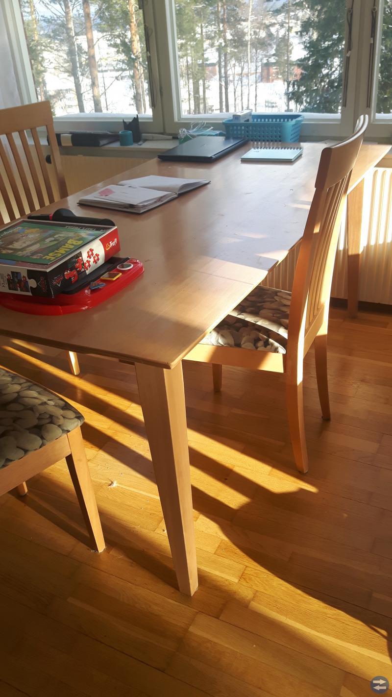 Matbord, bäddsoffa och löpband!