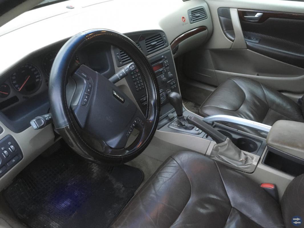 Volvo XC70-01