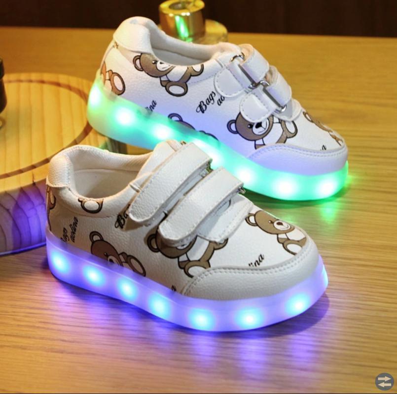 Nya! Coolaste Sneakers i stan! Lysande sula.