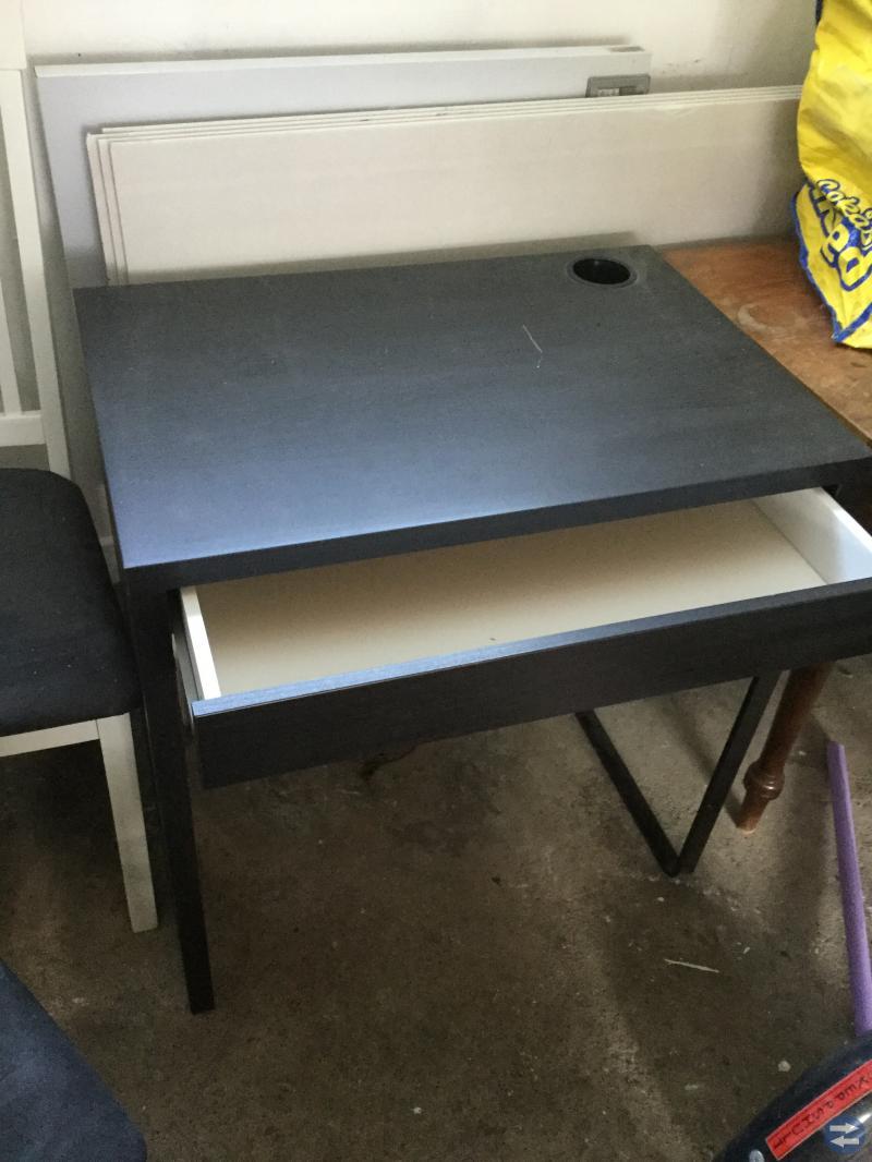 Bäddsoffa, data/skrivbord, stol