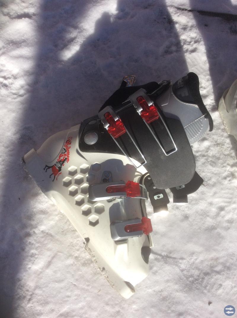 Slalom skidor och pjäxor