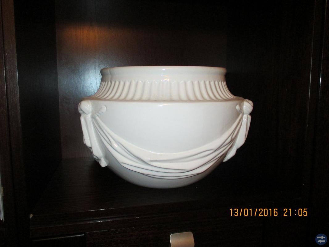 Vita Porslin krukor