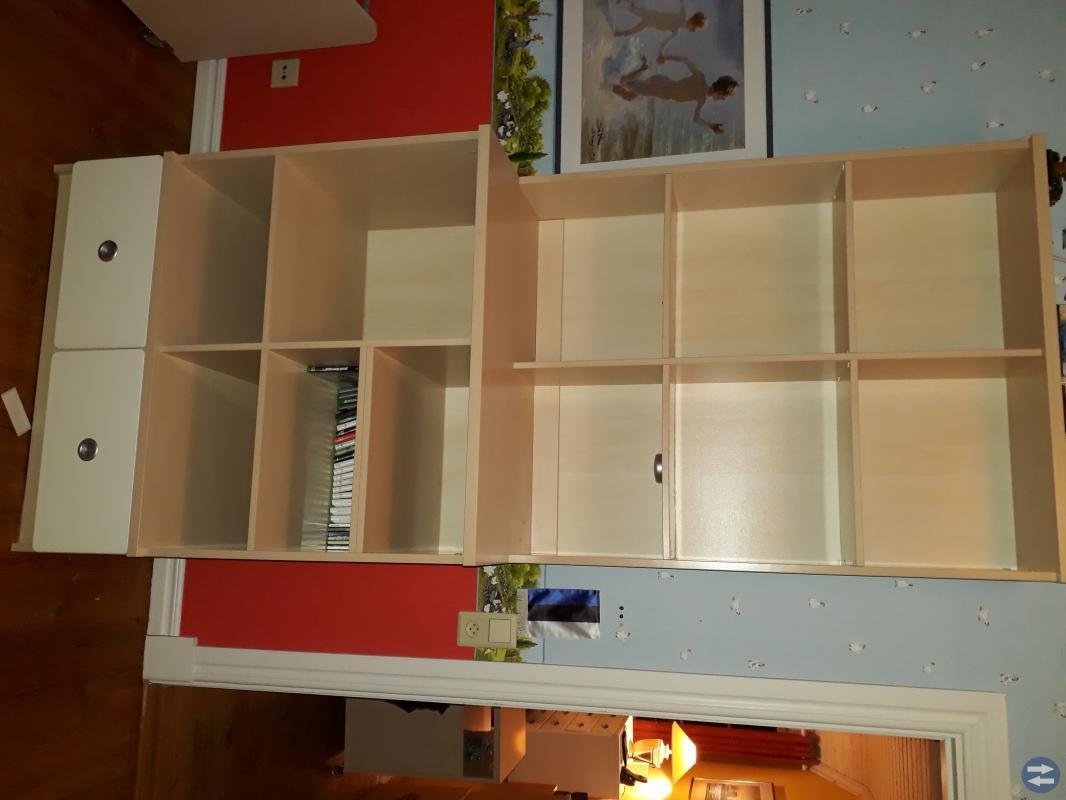 Skrivbord, lådhurts, bokhylla och TV-bänk