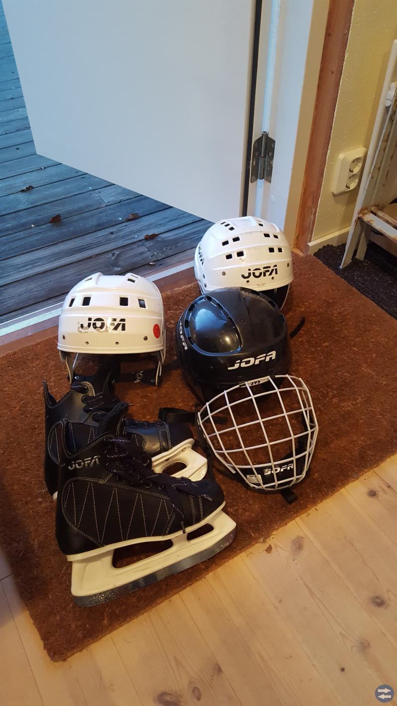 Rollerblades, hjälmar, skridskor, hockeyhjälmar