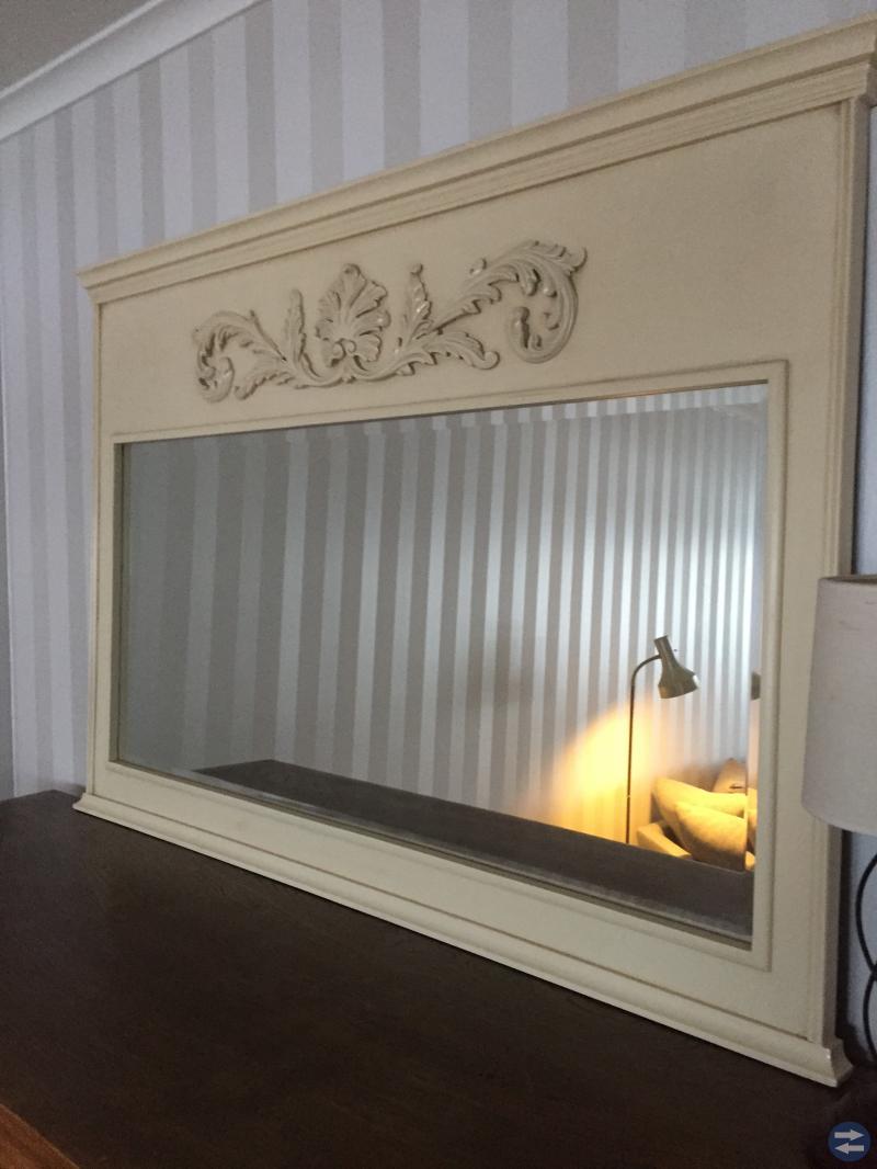 Spegel i antik stil