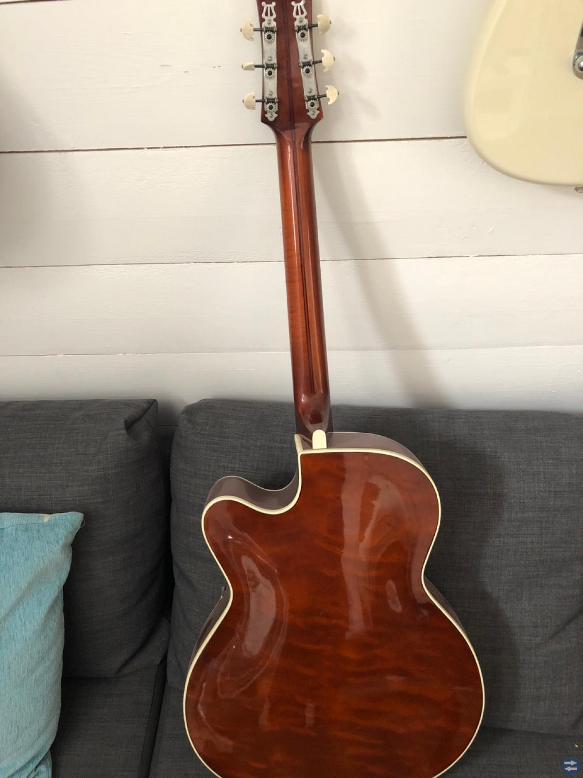 Nästan antik gitarr