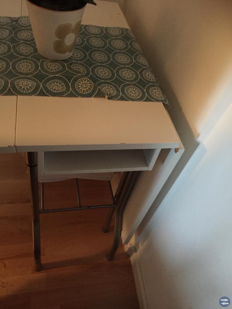 Vitt ihopfällbart IKEA bord