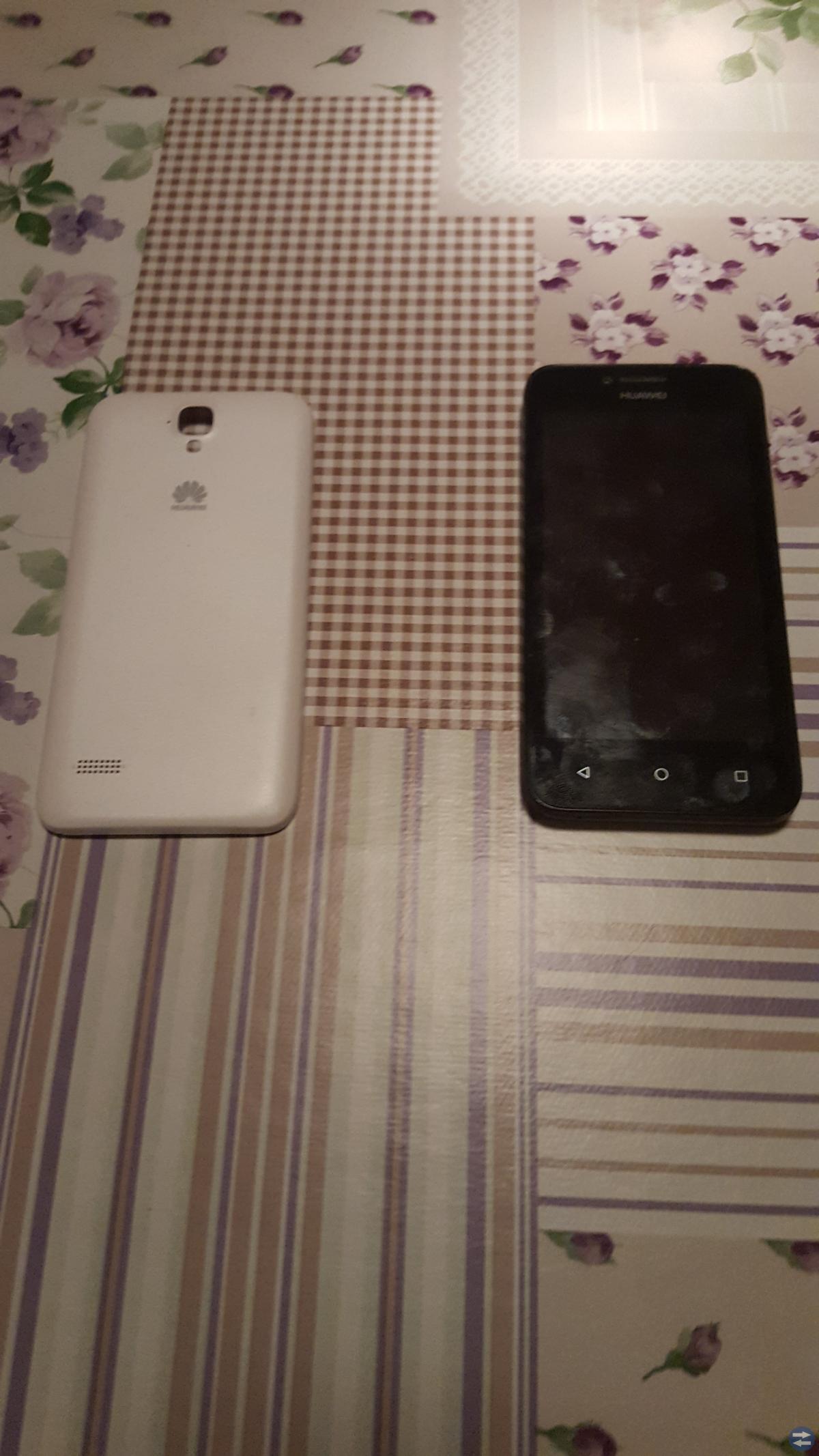 Mobiltelefon huawei y5 med ett extra skal