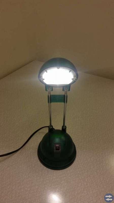 Bords lampa