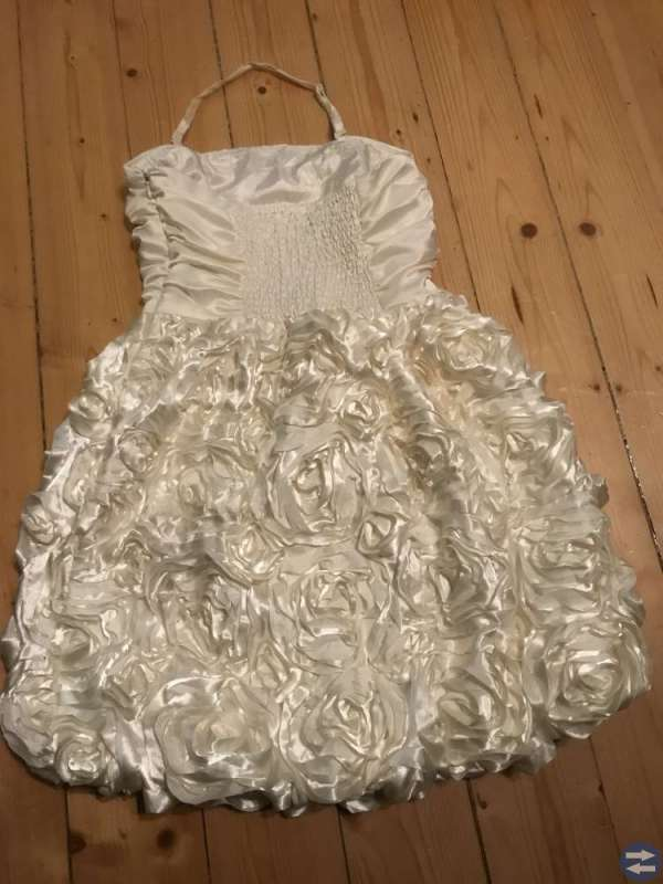 Snygg klänning s. 164 Studenten?