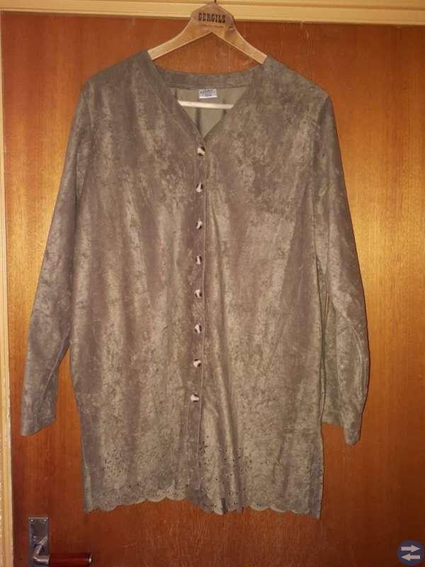 Grön blusjacka 46/48 o kjol i stl 44