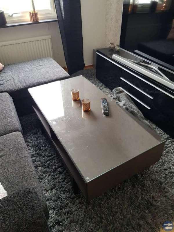 3-sitssoffa med div/bäddsoffa, barbord+stolar mm.